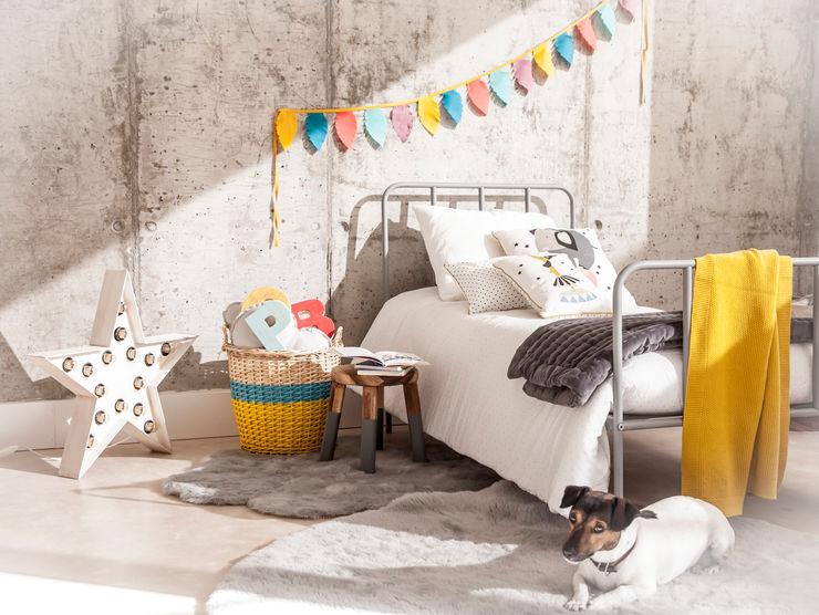 Decora el dormitorio de tus niños con nuestras alfombras y cojines y camas BEL AND SOPH Dormitorios infantiles de estilo clásico