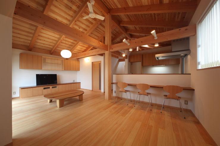 リビングダイニング 青木昌則建築研究所 和風デザインの リビング