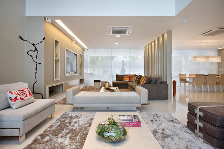 Studio Claudia Pimenta e Patricia Franco Decoração de Interiores 现代客厅設計點子、靈感 & 圖片