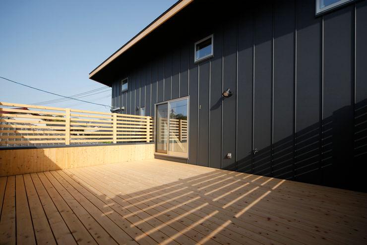 有限会社クリエデザイン/CRÉER DESIGN Ltd. Balcones y terrazas de estilo moderno