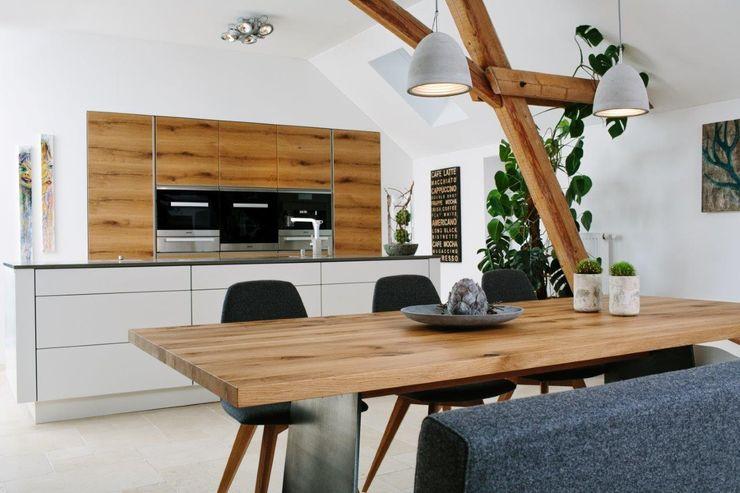 Küche in Alteiche Schreinerei Häckl KücheSchränke und Regale