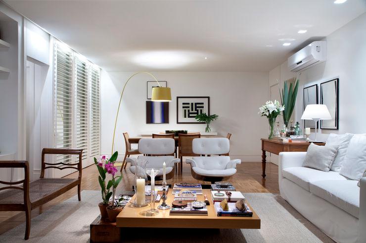 Salas integradas: estar e jantar Angela Medrado Arquitetura + Design Salas de estar ecléticas
