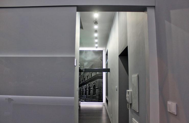 WE LOFT DESIGN Koridor & Tangga Minimalis