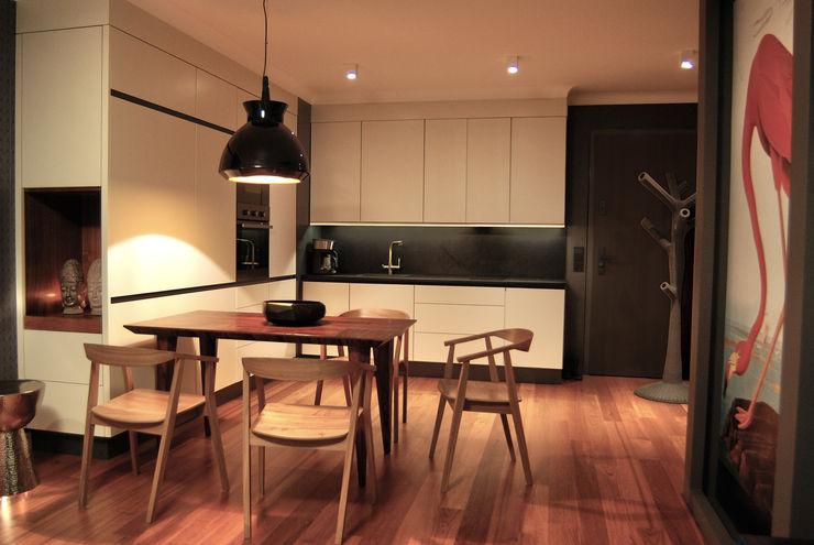 SAFRANOW Tropical style kitchen