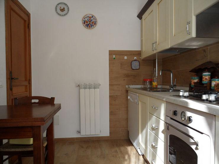 Spazio cucina: dagli anni '70 al country chic RGROOM Cucina in stile rustico Legno Beige