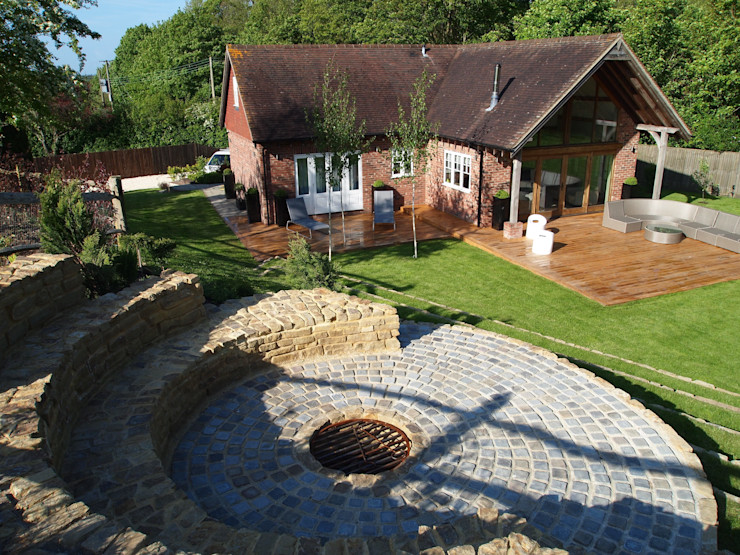 Atmospheric Garden, nestled in the Sussex Downs Borrowed Space Jardines de estilo rural