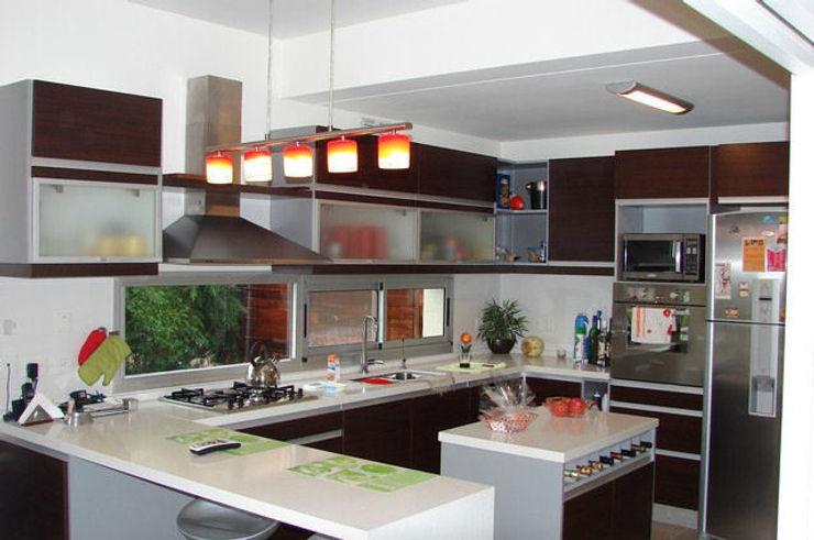 Family Houses Modern style kitchen