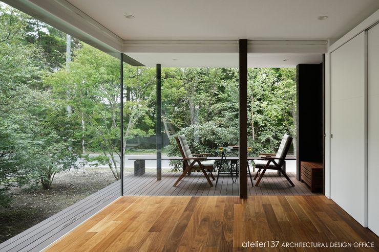 atelier137 ARCHITECTURAL DESIGN OFFICE 现代客厅設計點子、靈感 & 圖片