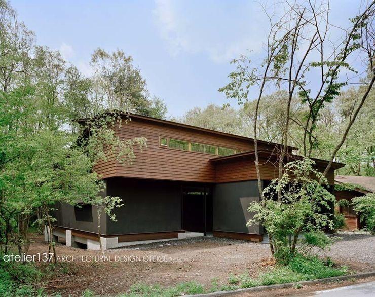 atelier137 ARCHITECTURAL DESIGN OFFICE Klassische Häuser Holz Holznachbildung