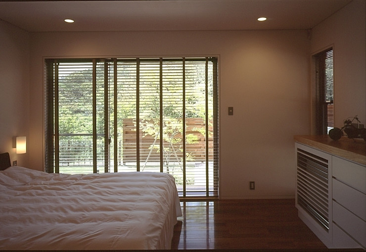 下田の家 TAMAI ATELIER モダンスタイルの寝室