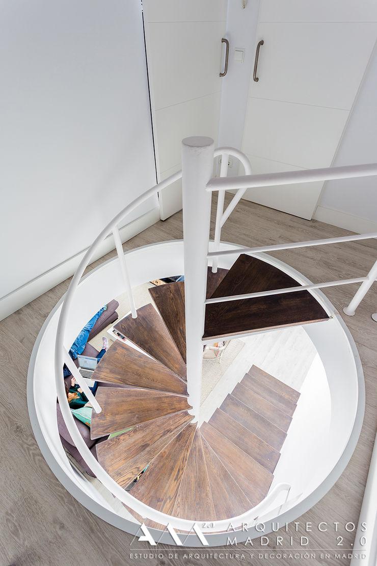 ideas en escaleras de caracol Arquitectos Madrid 2.0 Pasillos, vestíbulos y escaleras de estilo moderno