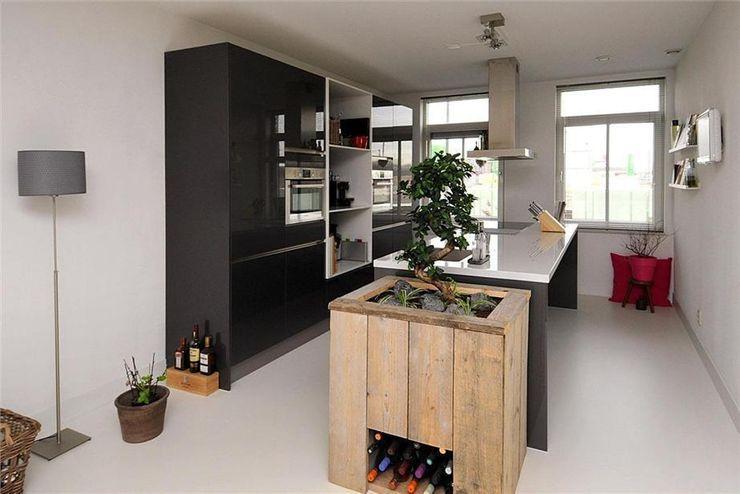 Lichtgrijze gietvloer in keuken Motion Gietvloeren Landelijke keukens