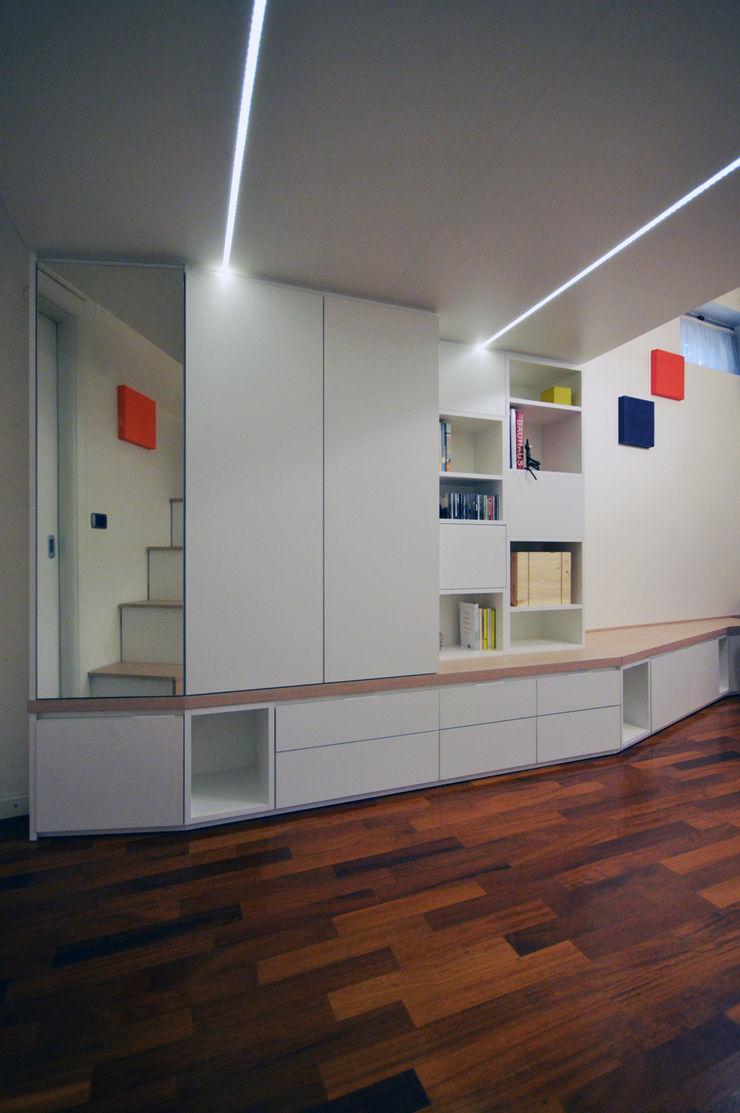 Armadio e libreria Okapi Soggiorno moderno