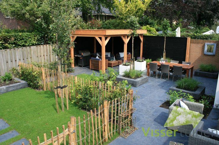 Sfeervolle lounge tuin Visser Tuinen Landelijke tuinen