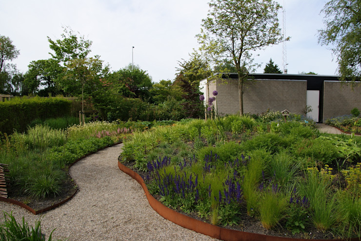 Cortenstaal Ontwerpstudio Angela's Tuinen Moderne tuinen