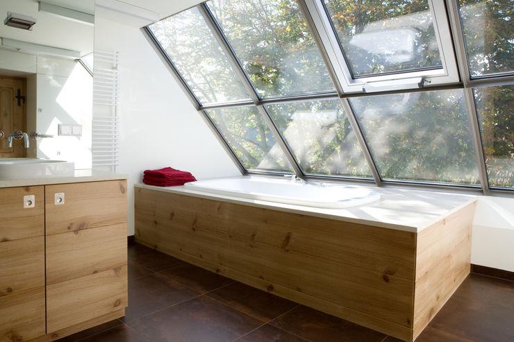 landhaus w. gaupenraub+/- Badezimmer im Landhausstil