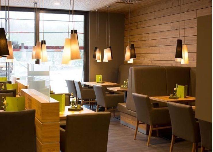 Pendelleuchten bieten gemütliche Atmosphäre MAASS-Licht Lichtplanung Moderne Gastronomie