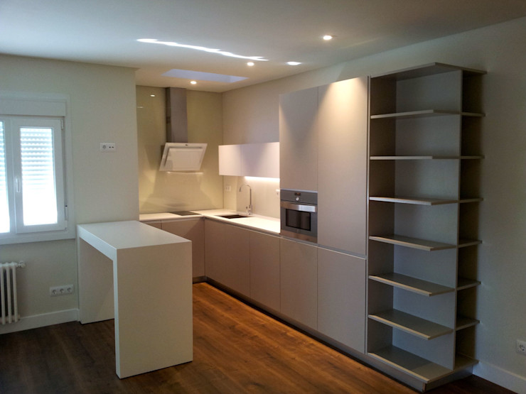 Reforma apartamento El Viso en Madrid Lumasa Proyectos Cocinas de estilo moderno