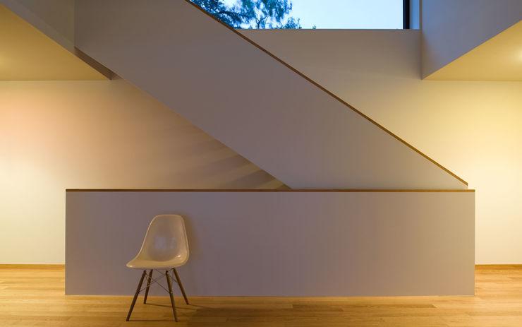 Villa Hubbell Swartz MACH Architektur GmbH Moderner Flur, Diele & Treppenhaus