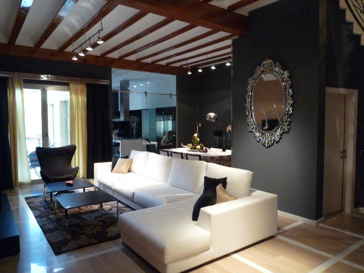 Aris & Paco Camús Modern living room
