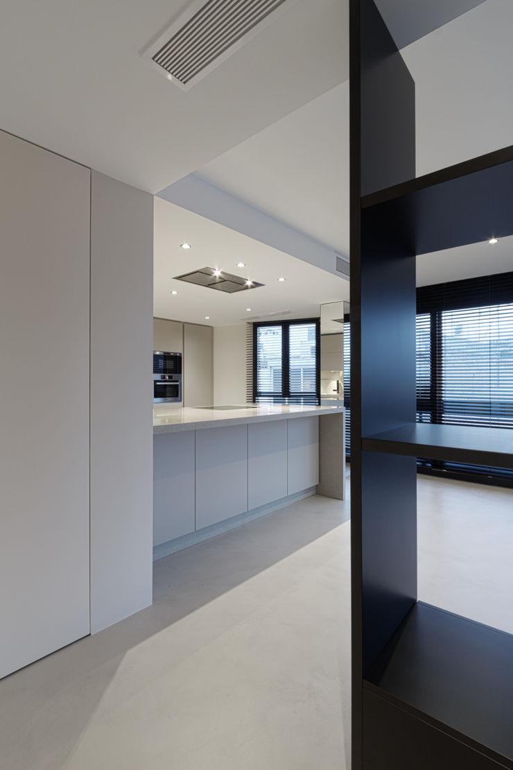 VIVIENDA RN mae arquitectura Cocinas de estilo moderno