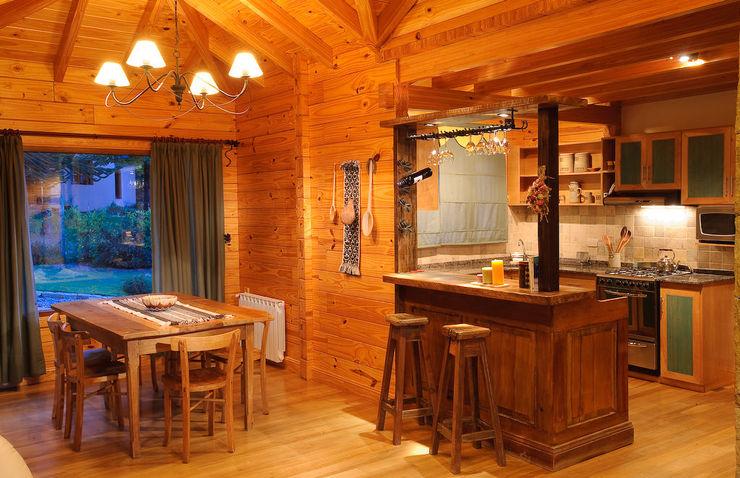 Patagonia Log Homes - Arquitectos - Neuquén Ruang Makan Gaya Country Kayu Brown