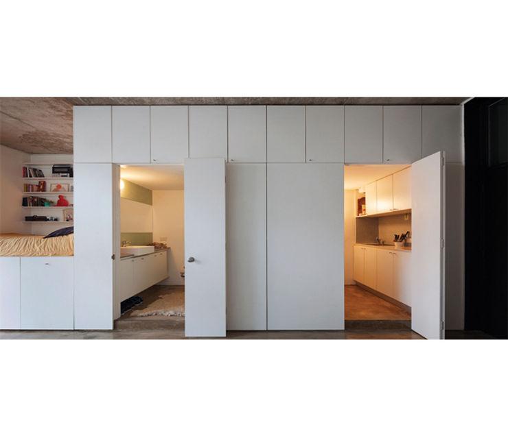 IR arquitectura モダンな 窓&ドア 木 白色