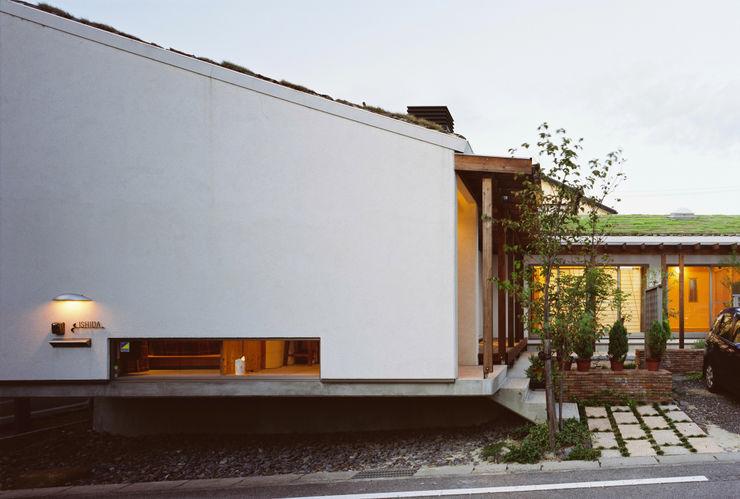 小栗建築設計室 Rustic style house Solid Wood White