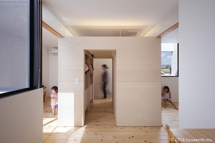 子供部屋収納 (株)ハウスインフォ モダンデザインの 子供部屋