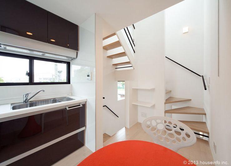 (株)ハウスインフォ Moderne Esszimmer