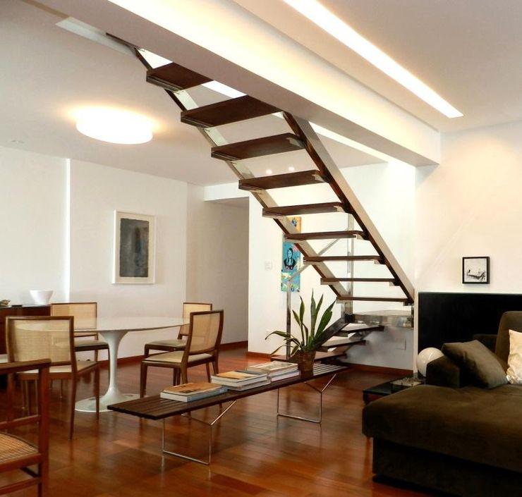 Escritório de Arquitetura e Interiores Janete Chaoui Vestíbulos, pasillos y escalerasEscaleras