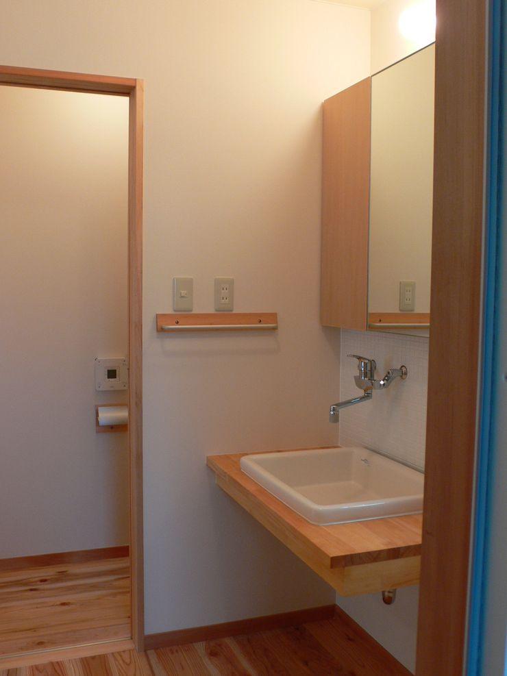 鶴巻デザイン室 Minimalist style bathroom