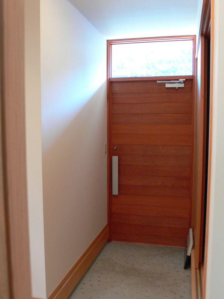 鶴巻デザイン室 Minimal style window and door
