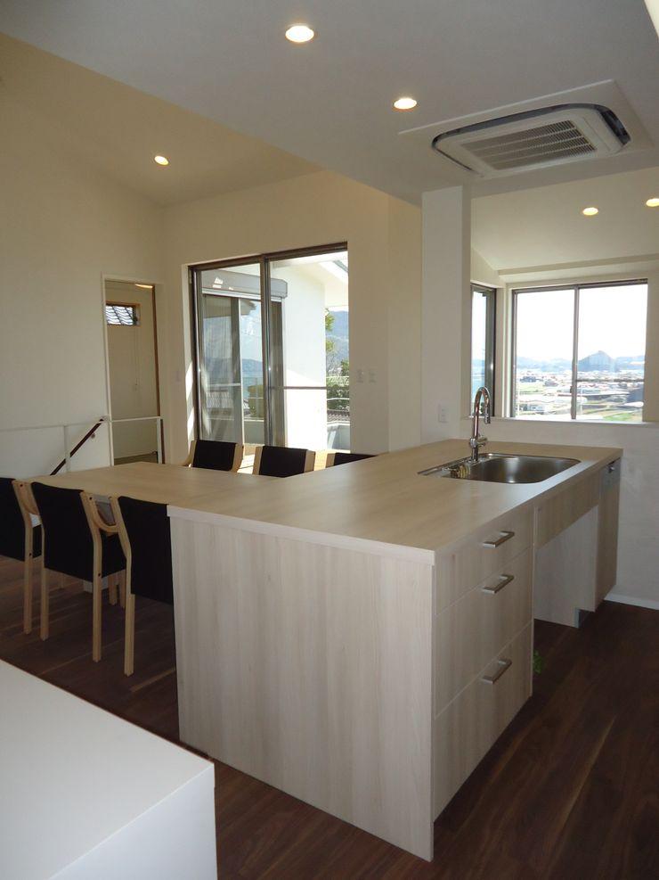 鶴巻デザイン室 Modern Kitchen