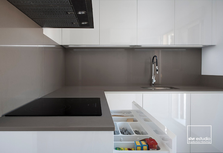 slvr estudio Minimalist kitchen