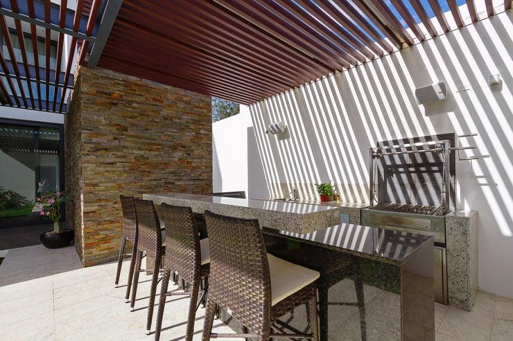Enrique Cabrera Arquitecto Modern style balcony, porch & terrace