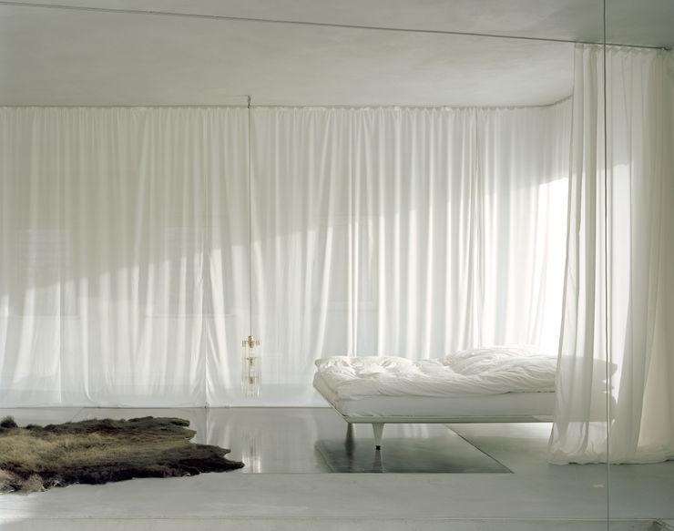 Klimazone; Position Bett im Winter Brandlhuber+ Emde, Schneider Minimalistische Schlafzimmer