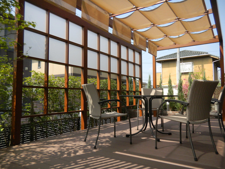 outdoor living 『おうちカフェ』 U-garden.〈内観〉 フラワーチルドレン(Flower children ) オリジナルな 庭