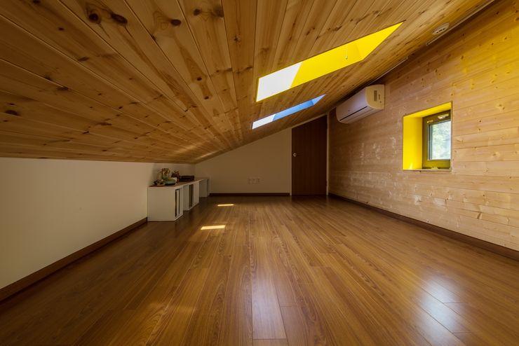 Seo-Kyeong-Dab-Ka (西景答家) KAWA Design Group Modern study/office
