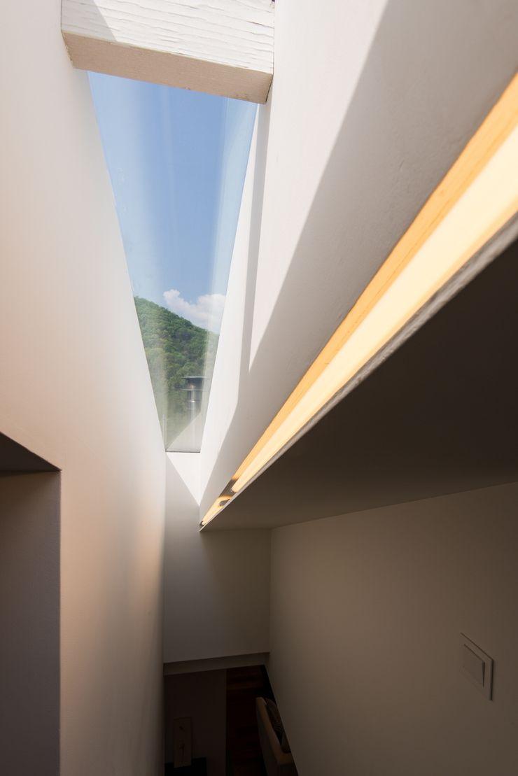 Seo-Kyeong-Dab-Ka (西景答家) KAWA Design Group Modern windows & doors
