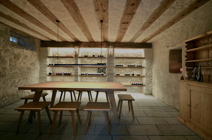 Dr. Schmitz-Riol Planungsgesellschaft mbH Cave à vin rustique
