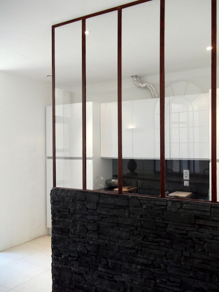 Kitchen separation in glass and steel Forge Art by A.T.R Cozinhas industriais