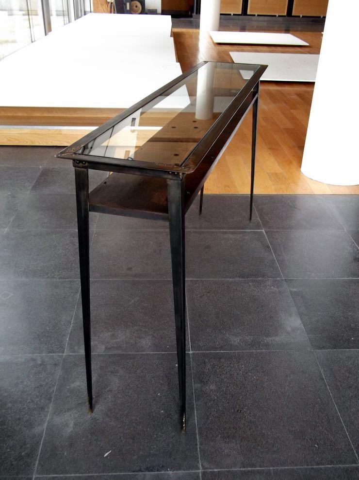 Console Table in steel and glass – Achrone #1 Forge Art by A.T.R Прихожая, коридор и лестницыПолки и комоды