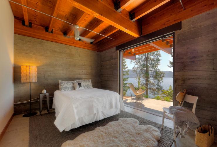 Coeur D'Alene Residence Uptic Studios Modern style bedroom