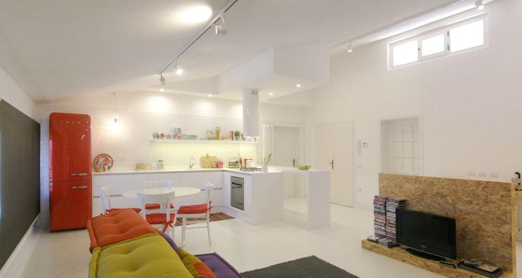 """open space:""""bianco""""_""""legno""""_""""colori"""" msplus architettura Cucina moderna Legno Bianco"""