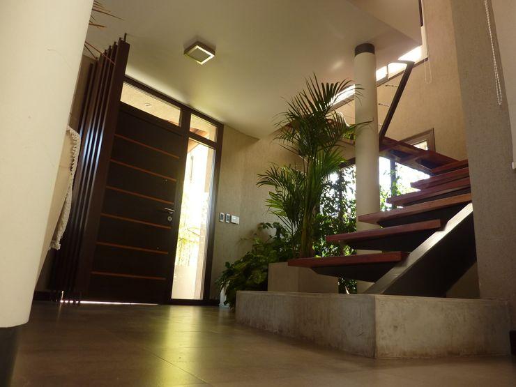 Interior ADUO arquitectos Pasillos, vestíbulos y escaleras Escaleras