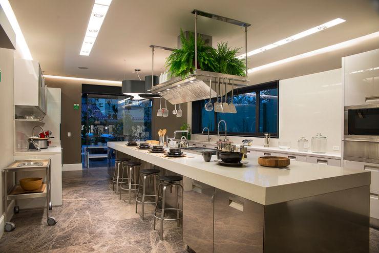 Vieyra Arquitectos Modern kitchen