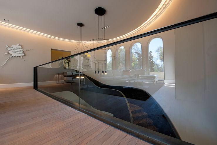 Vieyra Arquitectos Modern Corridor, Hallway and Staircase