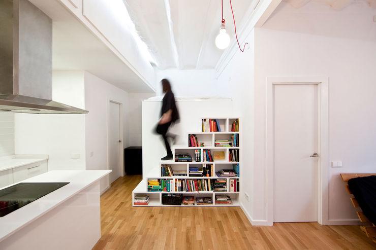 Dolmen Serveis i Projectes SL Modern Corridor, Hallway and Staircase