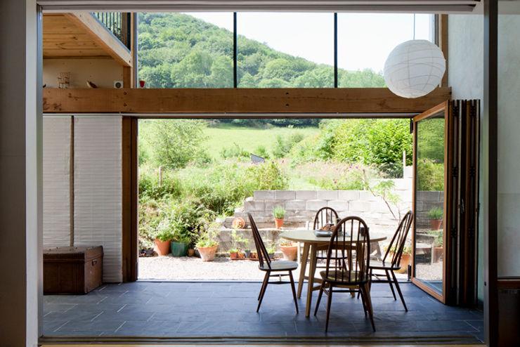 Un Y Berllan CRSH Architecture and Energy Modern balcony, veranda & terrace
